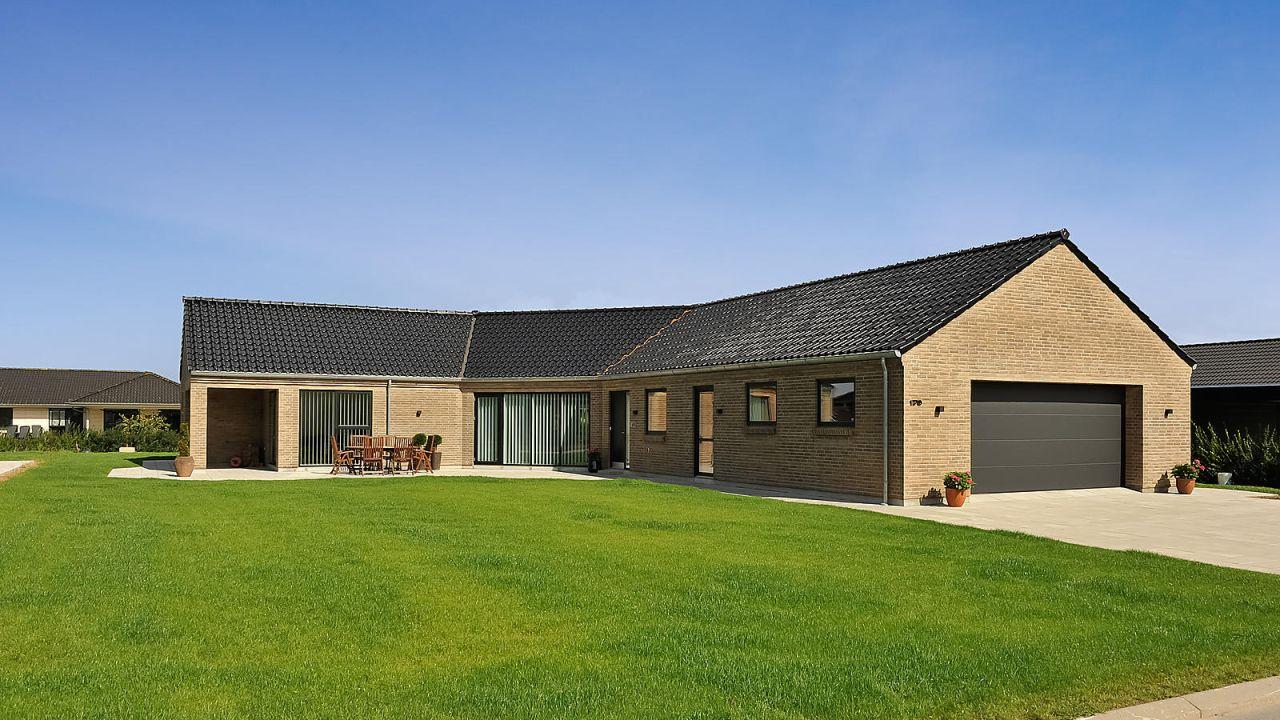 Inspiration til at byg nyt hus fra FBA Huse med et knækhus i typen Family
